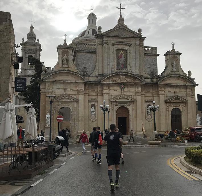Malta Half Marathon raccontata da Vincenzo Docimo monumento